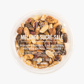 A mixture of sweet and savoury – dried figs, peanuts, cashews and pistachio nuts. Les Niçois