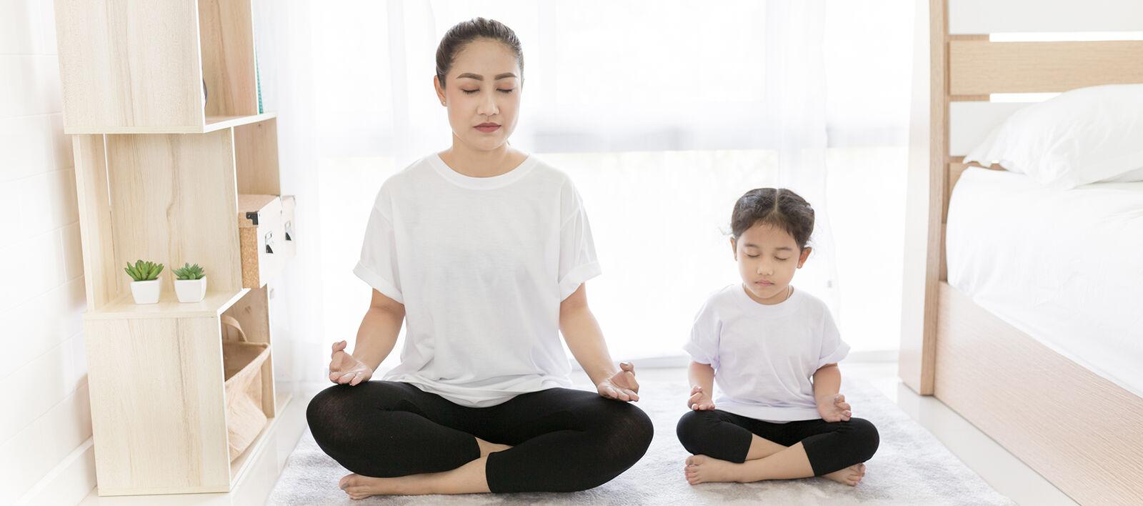 Blueair  Take a deep breathe  Home_LR_mom-kid-relax_asian