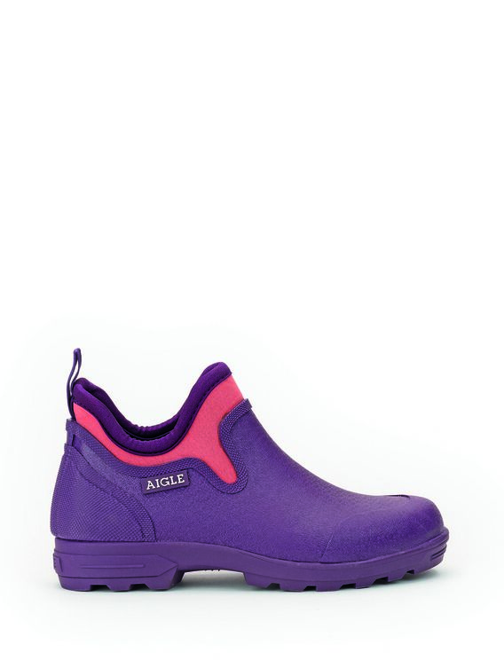 Women's clogs with lugged sole