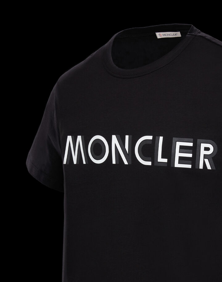Moncler T-shirt with horizontal Moncler lettering Black