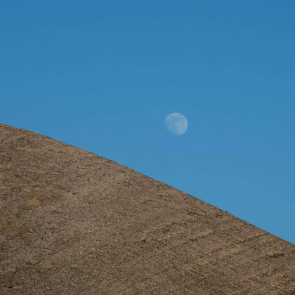 moon above etude's estate vineyard