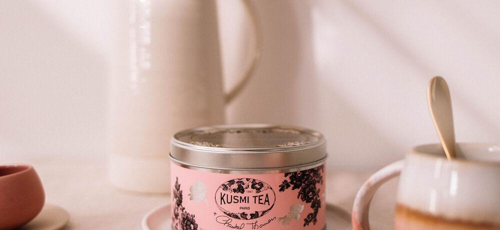 Thé vert à la menthe et à la rose Kusmi Tea x Chantal Thomass, ensemble contre le cancer du sein