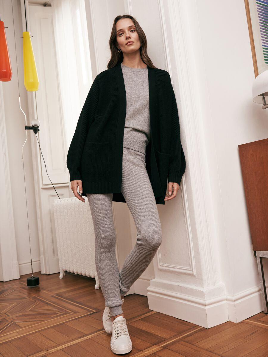Cardigan aperto in pura lana con tasche Nero