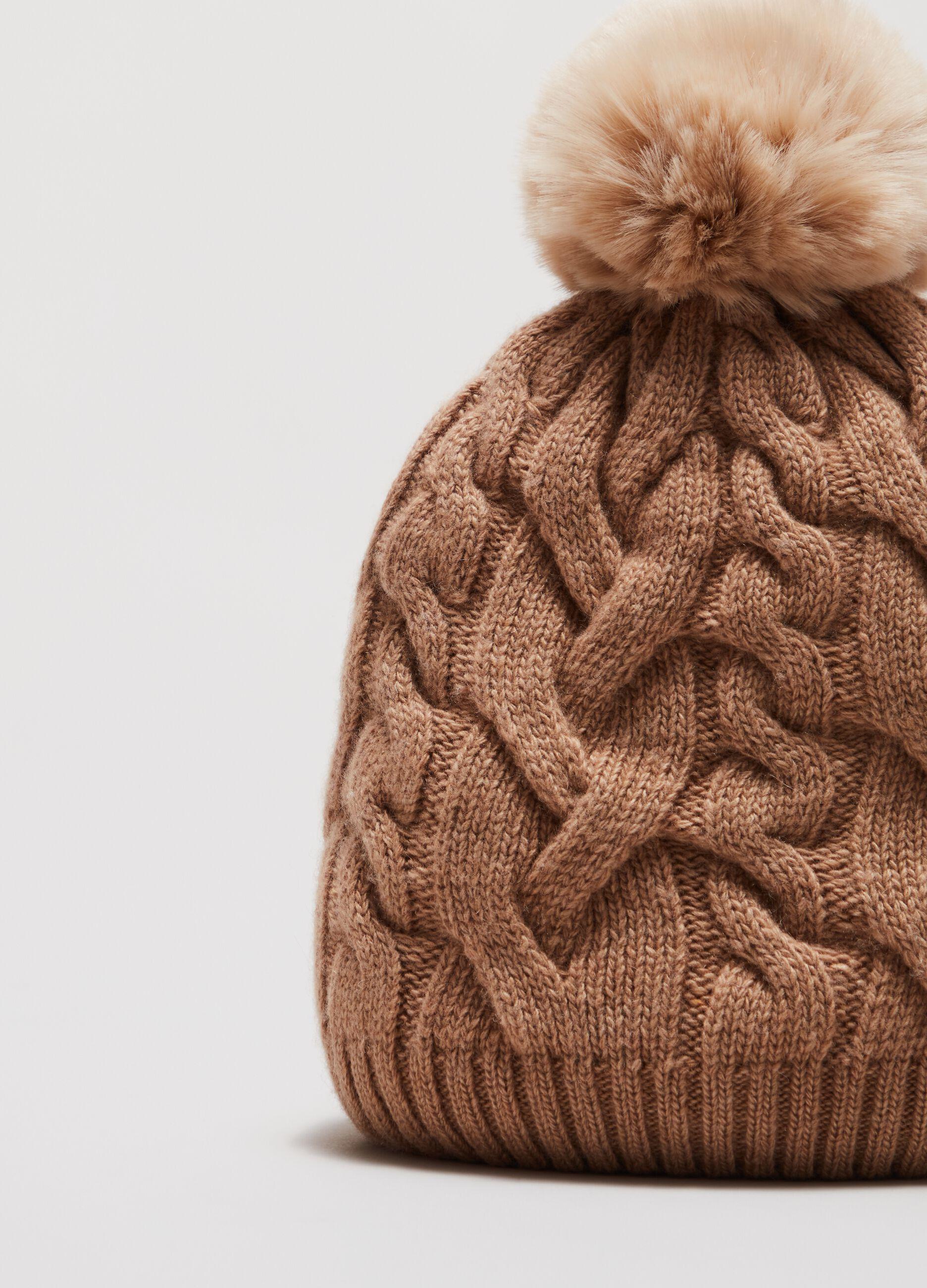 Berretto di lana a trecce con pon pon Marrone
