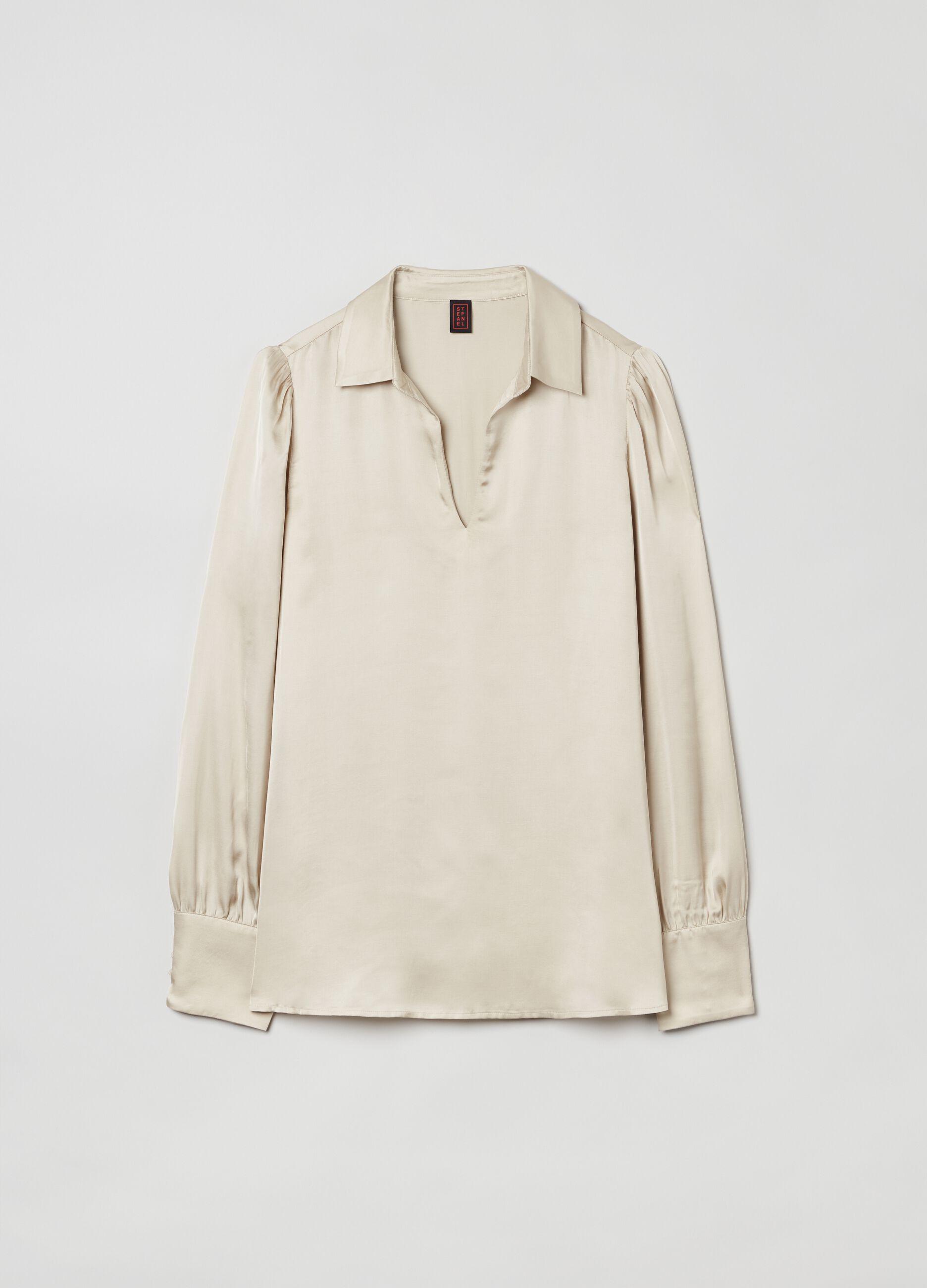 Blusa in raso con collo camicia Beige