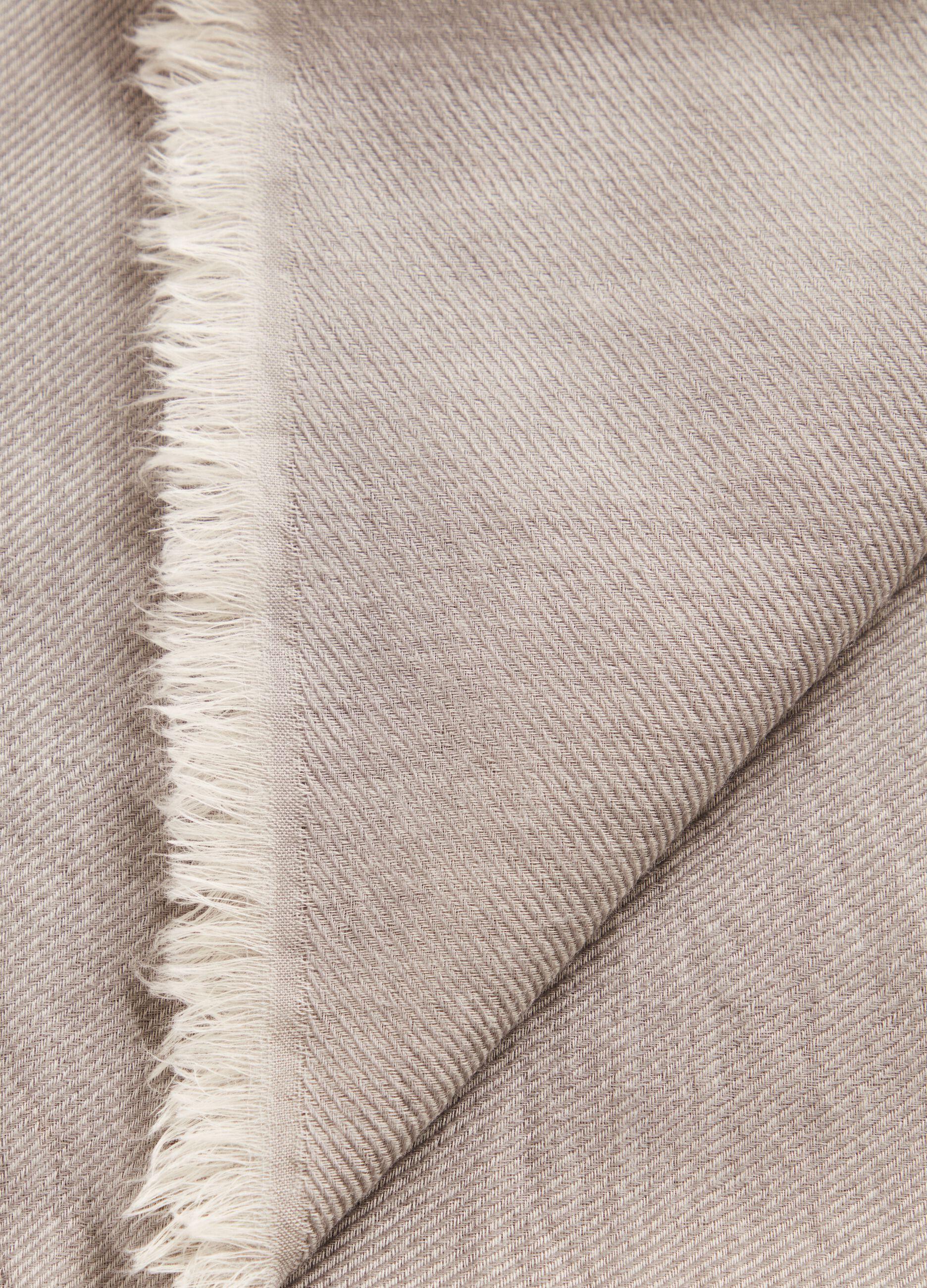 Sciarpa in lana con orlo sfrangiato Grigio