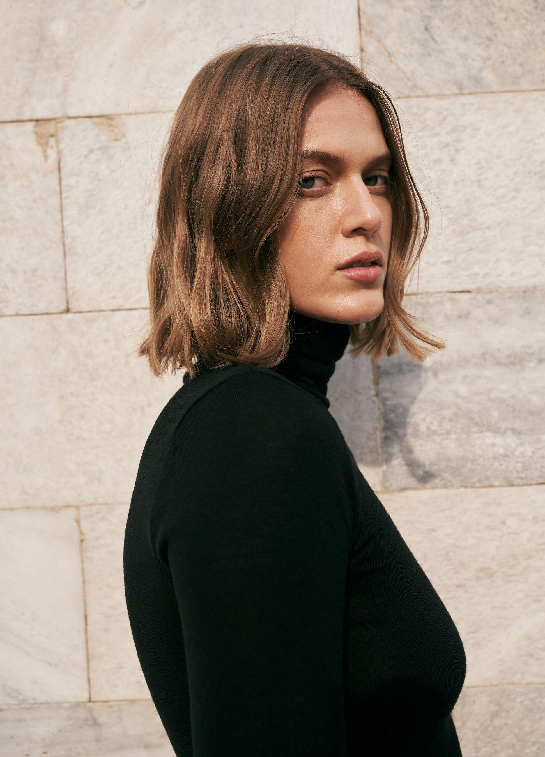 T-shirt a collo alto in pura lana Nero