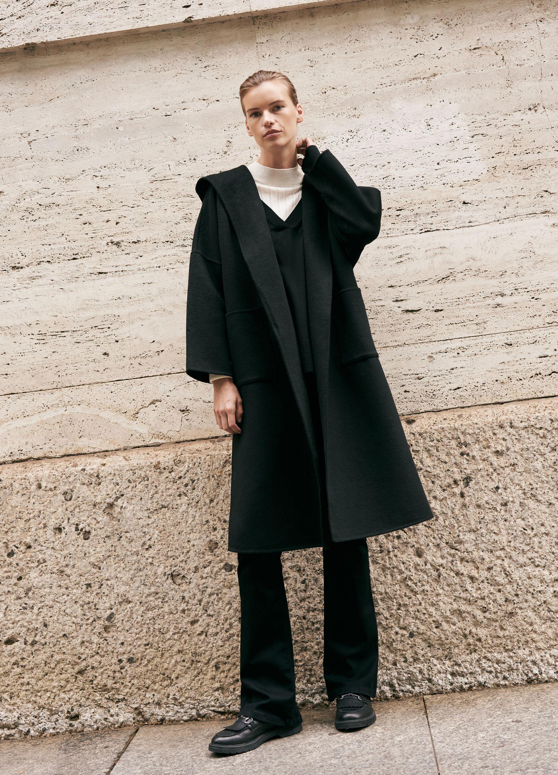 Cappotto con cappuccio e cintura Nero