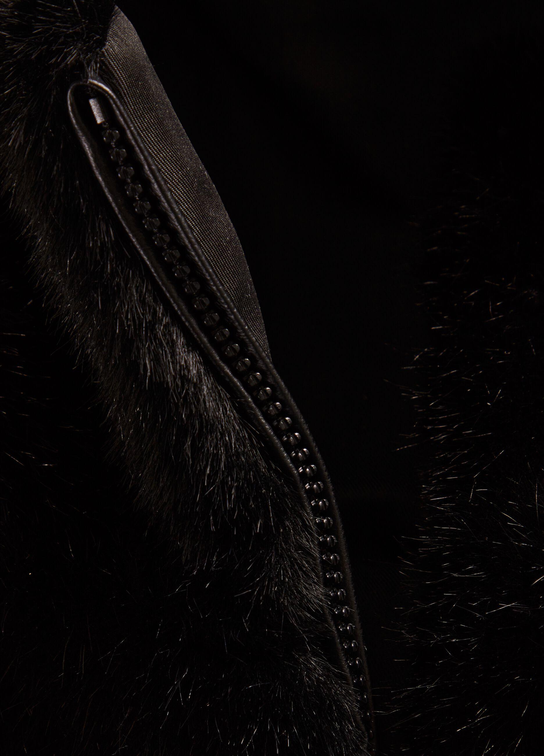 Corpetto in eco pelliccia con cappuccio Nero