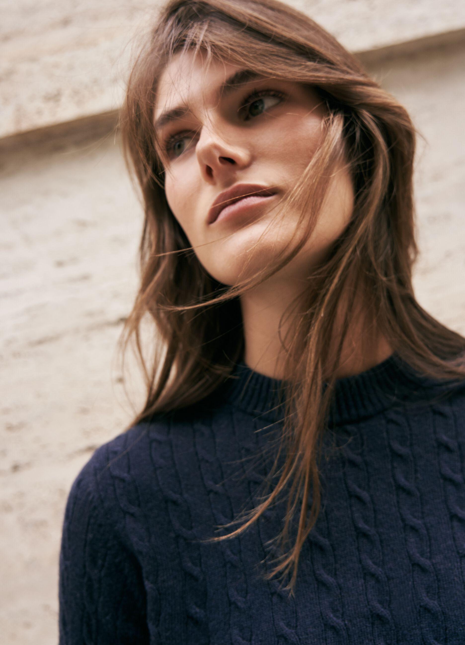 Maglia in lana e cachemire motivo a trecce Blu