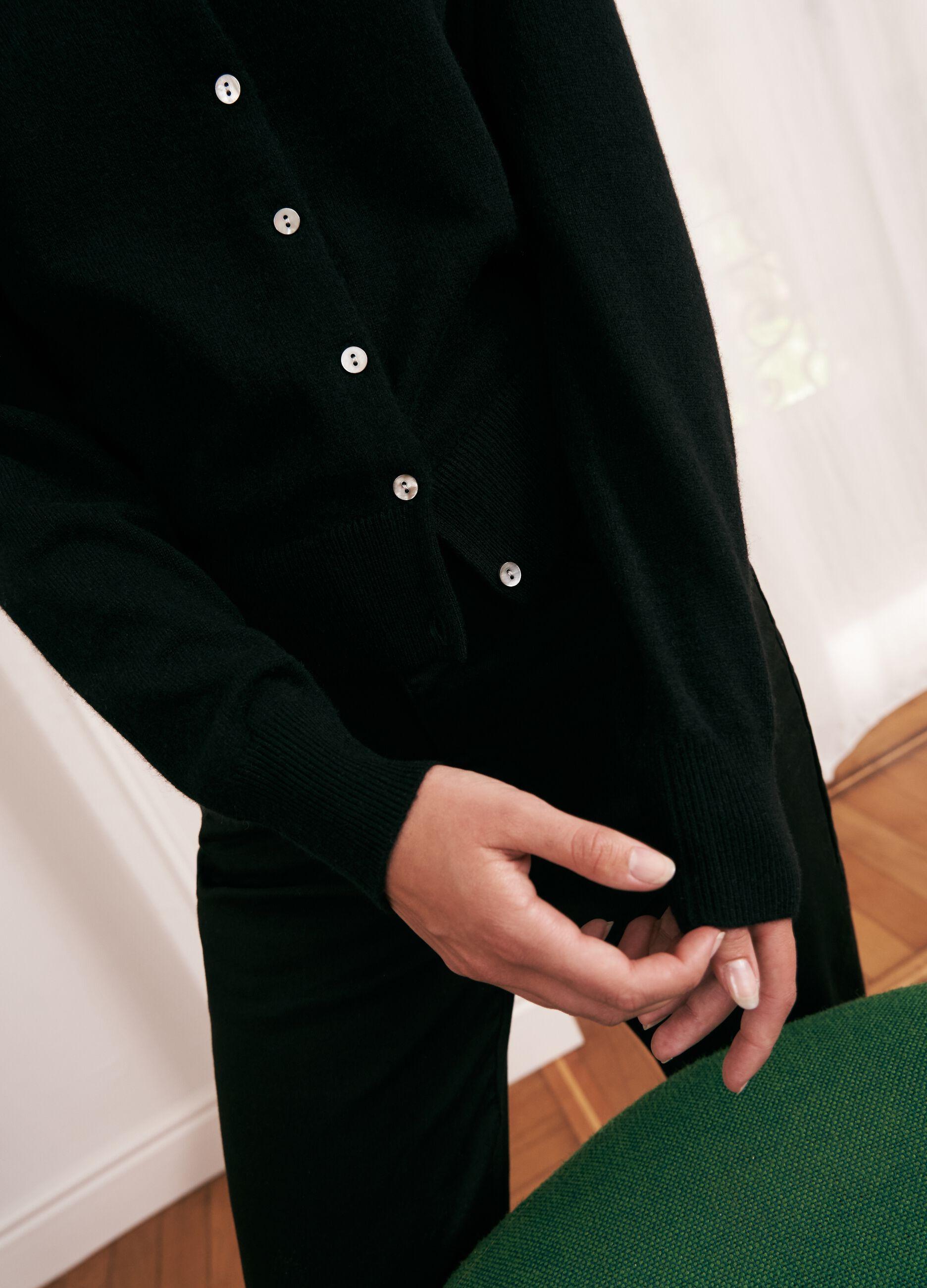Cardigan con bottoni in cachemire Nero